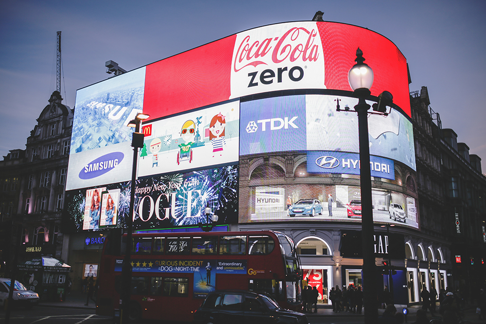 Piccadilly Circus London, Advertising